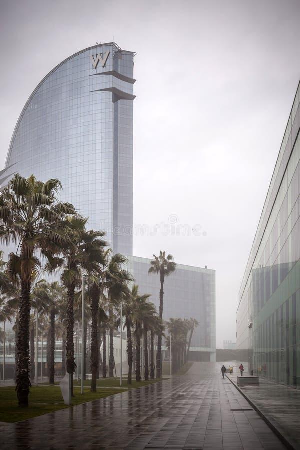 Hotel W Barcelona, projektujący Ricard Bofill w chmurnym dniu, Barcelona obrazy royalty free