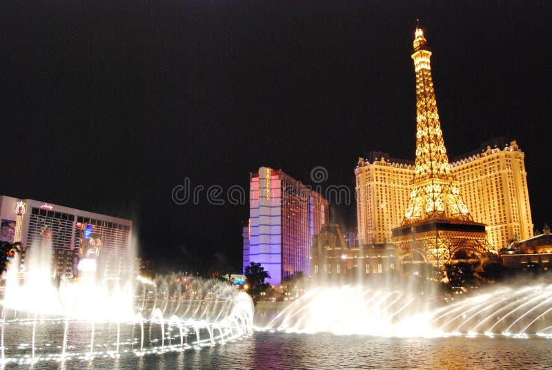 Hotel y casino, Las Vegas, Las Vegas, señal, noche, luz, fuente de París fotografía de archivo