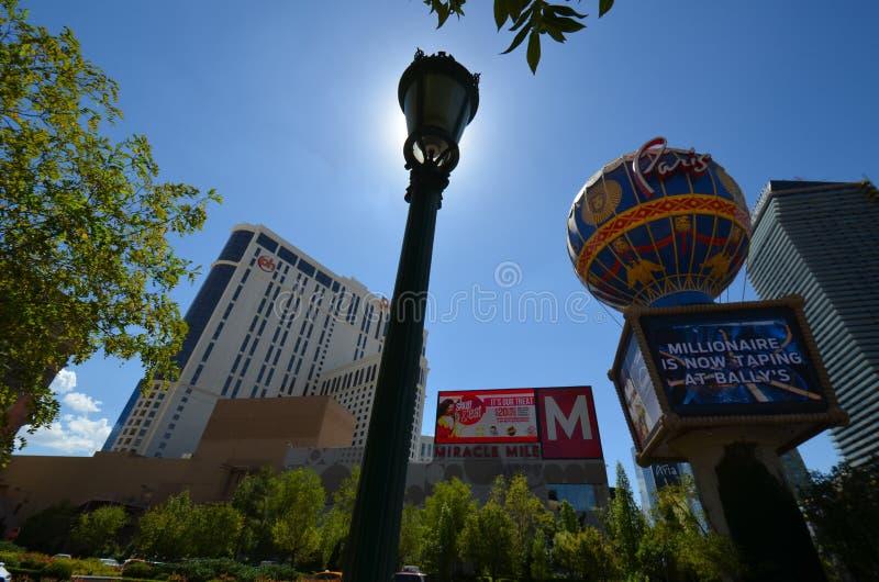 Hotel y casino, señal, zona urbana, céntrica, parque de París imagen de archivo