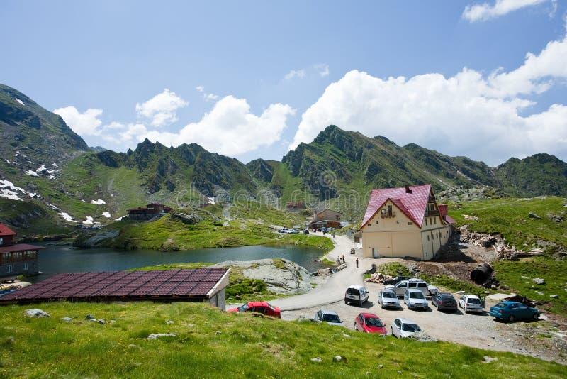 Hotel zwischen Bergen in Rumänien lizenzfreie stockfotos