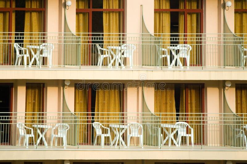 Hotelbalkone lizenzfreie stockfotografie