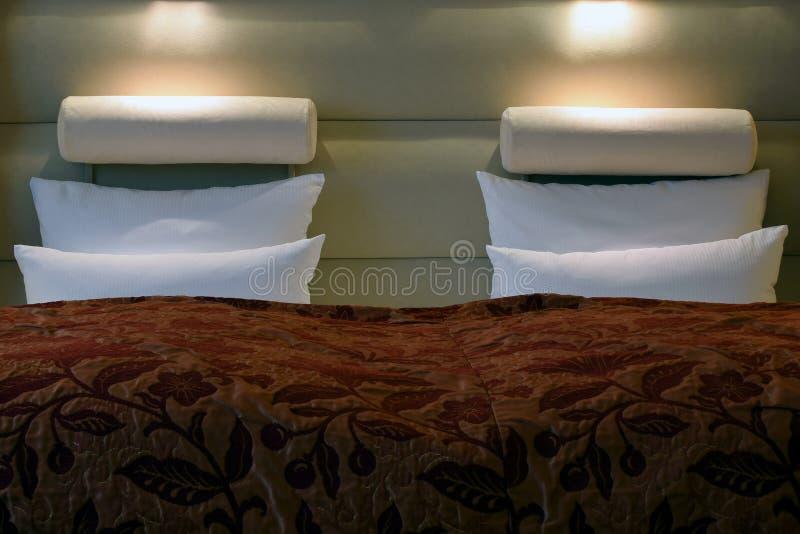 Hotelbett stockfotos