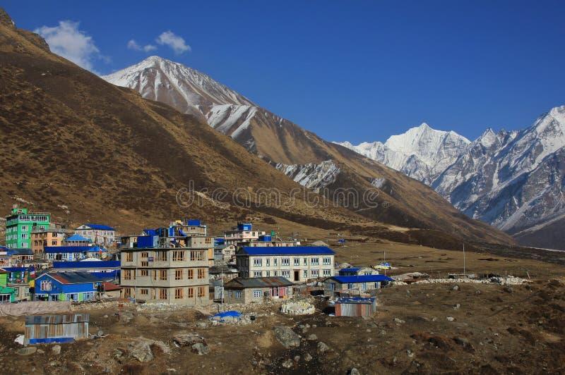Hotele w Kyanjin Gumba, Nepal Tserko Ri, popularnego widoku punkt zdjęcie stock
