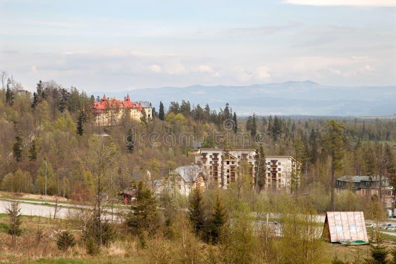 Hoteles de Tatranska Lomnica en primavera imágenes de archivo libres de regalías
