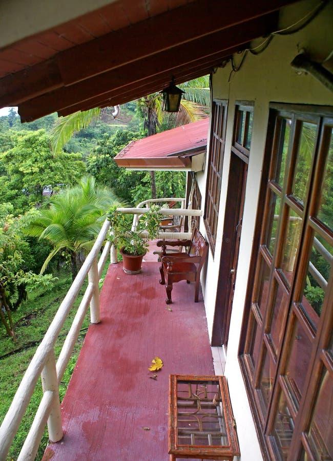 Hoteles del presupuesto del balcón en Costa Rica imagen de archivo