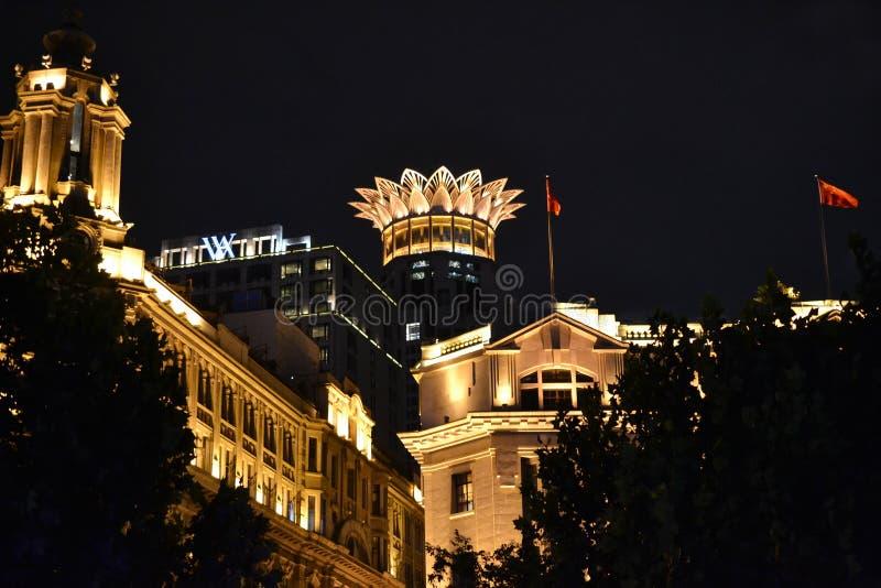 Hoteles en la Federación de Waitan en la noche en Shangai China fotografía de archivo libre de regalías