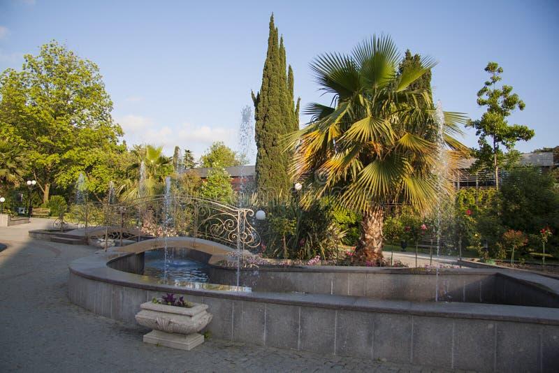 Hotelfonteinen in tuin; het modelleren royalty-vrije stock foto's