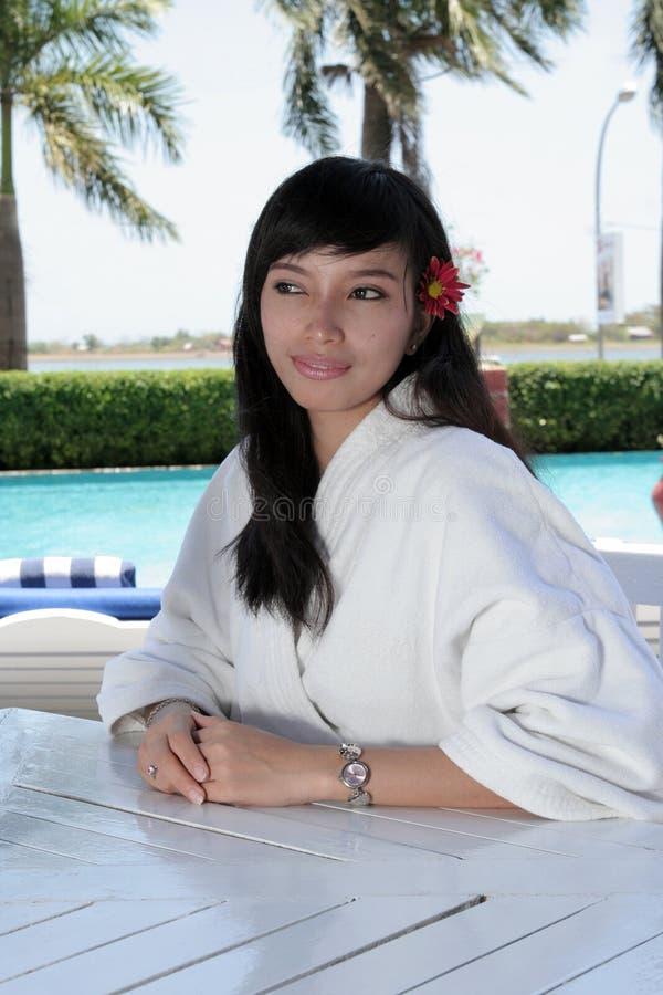 Download Hotelgast am Pool stockbild. Bild von entspannung, asien - 9095675