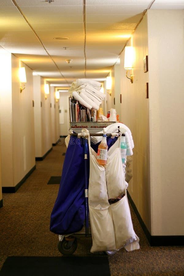 Hotelhaus, das Wagen hält lizenzfreie stockfotografie