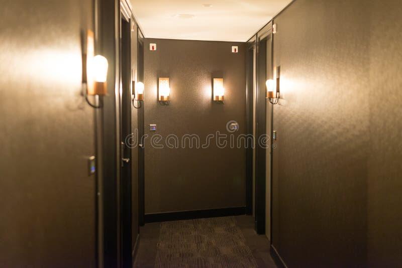 Hotelkorridorinnenraum stockfotos