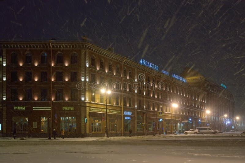 Hotell Angleterre och Astoria i snönatten arkivbilder