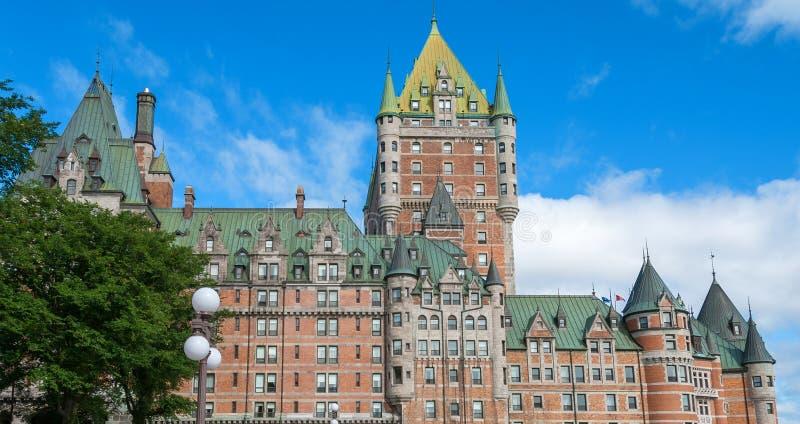Hotell de Frontenac Härlig sikt av den Quebec City slotten royaltyfri fotografi