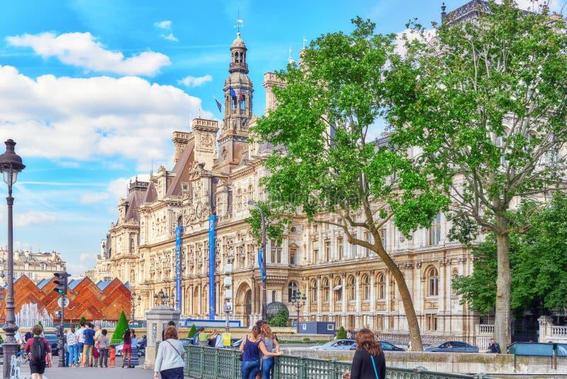 Hotell de Ville i Paris, är annonsen för lokalen för ` s för byggnadshusstaden royaltyfria foton