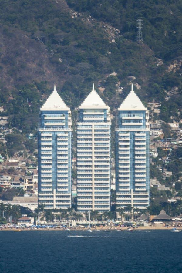Hotell på Acapulco strand arkivfoto