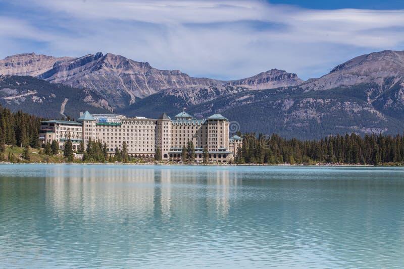 Hotell på Lake Louise i Alberta, Kanada arkivbilder
