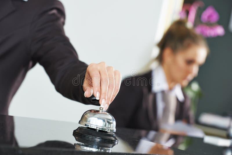 Hotellarbetare på mottagande arkivfoto