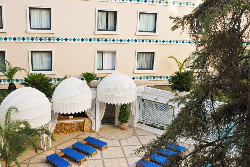 Hotellgård i Grekland royaltyfria bilder