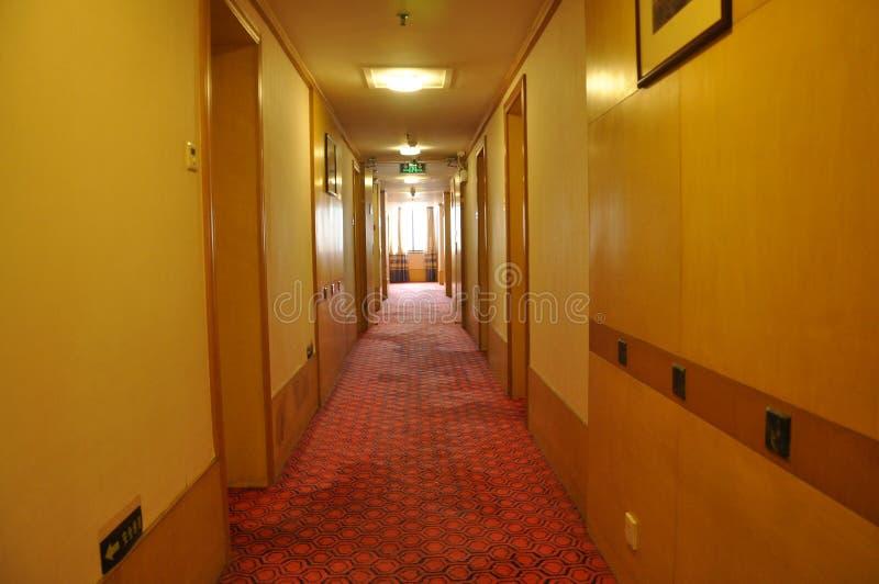 Hotellkorridor royaltyfri bild