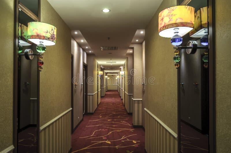 Hotellkorridor arkivbilder
