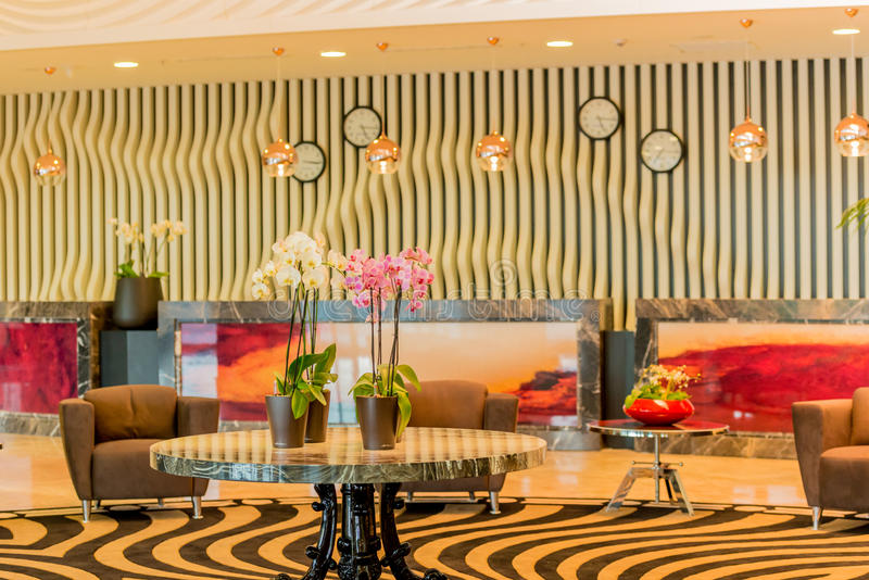 Hotelllobby med modern design arkivfoton