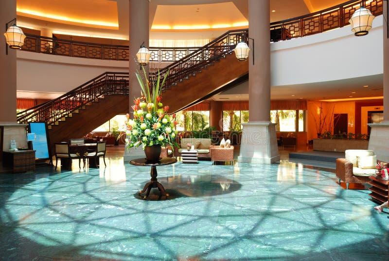 hotelllobbylyx royaltyfri bild