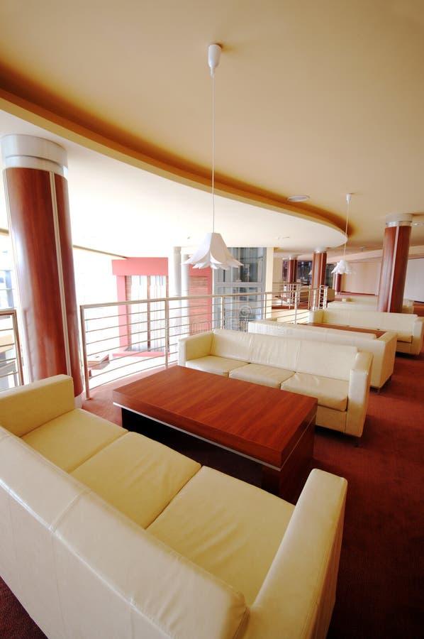 hotelllobbysofas arkivfoto
