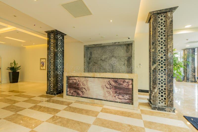 Hotellobby mit modernem Design lizenzfreie stockfotografie