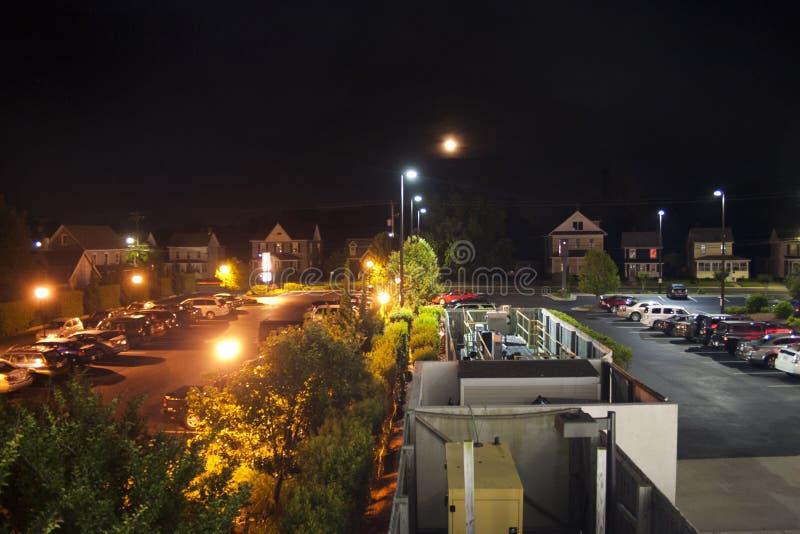 Hotellparkeringsplatsbelysning arkivbild