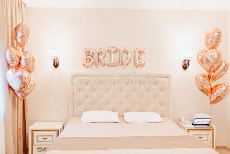 Hotellrum för den första natten av det nya gifta paret arkivfoto