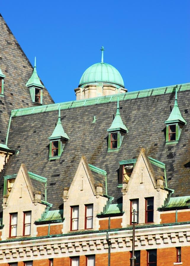hotelltakfönster arkivfoto