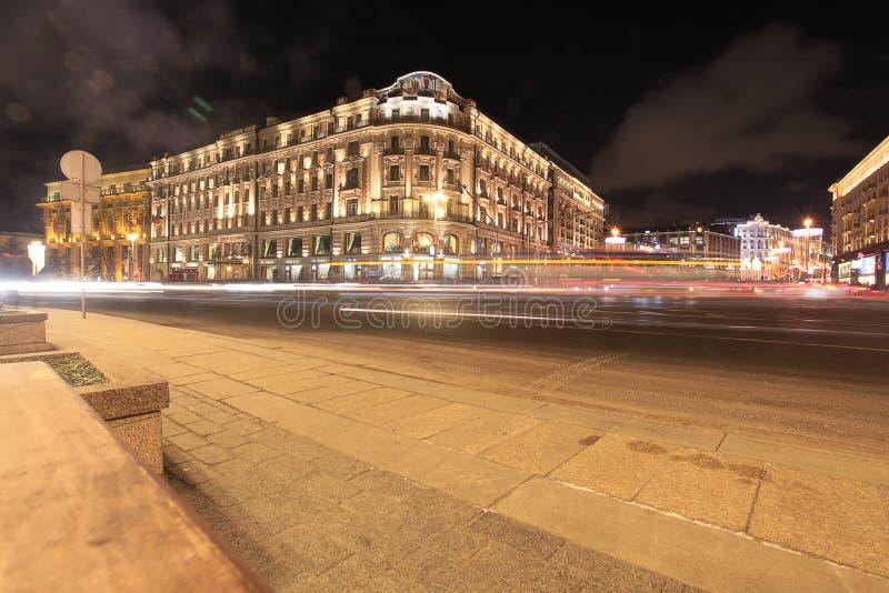 Hotelowa obywatela i Tverskaya ulica w Moskwa nocą fotografia stock