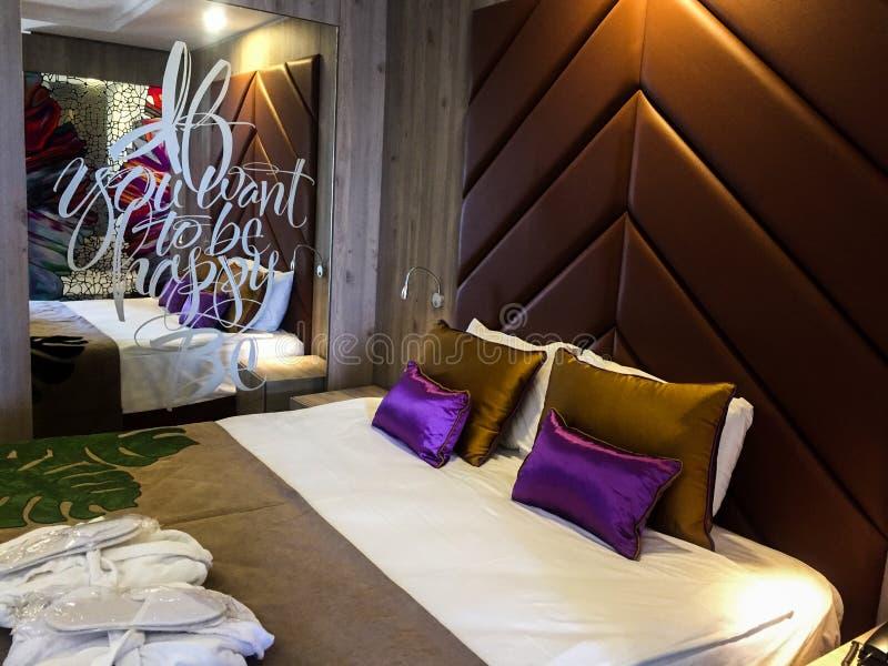 Hotelowa sypialnia zdjęcia royalty free