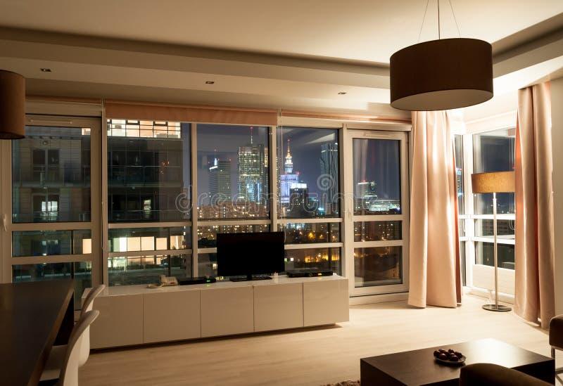 Hotelowego mieszkania nocy izbowy widok fotografia stock