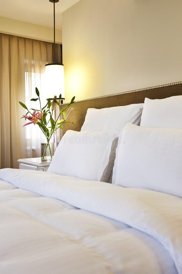 Hotelowy łóżko zdjęcie stock