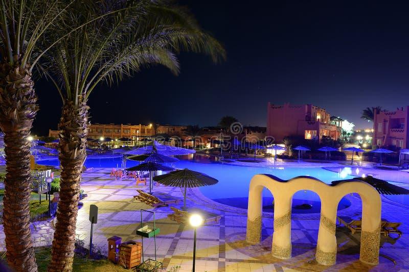 Hotelowy basen przy nocą zdjęcie stock