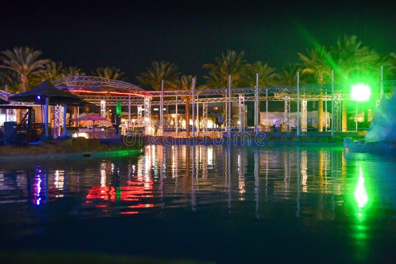 Hotelowy basenu teren w wieczór Egipt, Hurghada obrazy stock