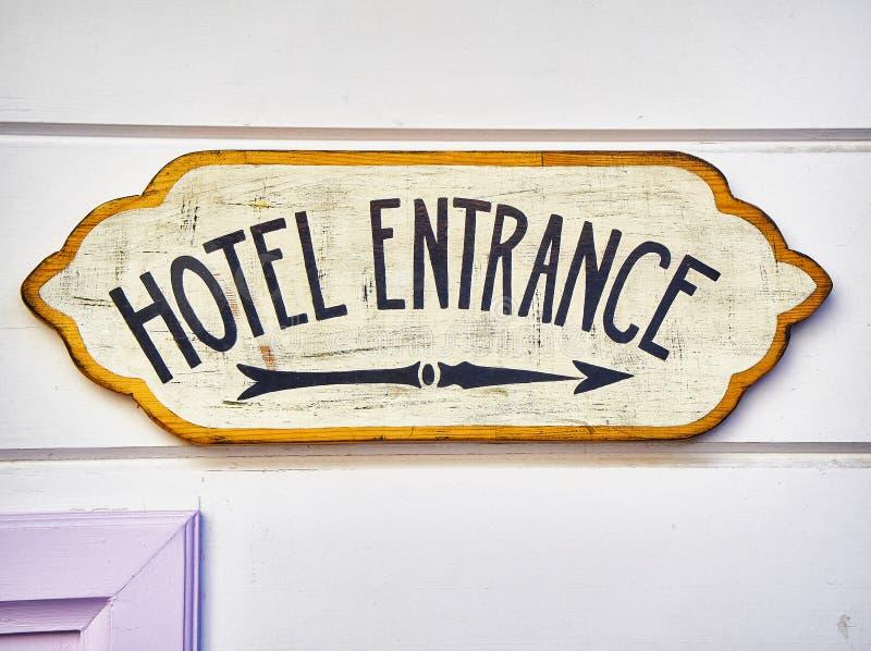 Hotelowy wejściowy strzałkowaty signboard obrazy royalty free