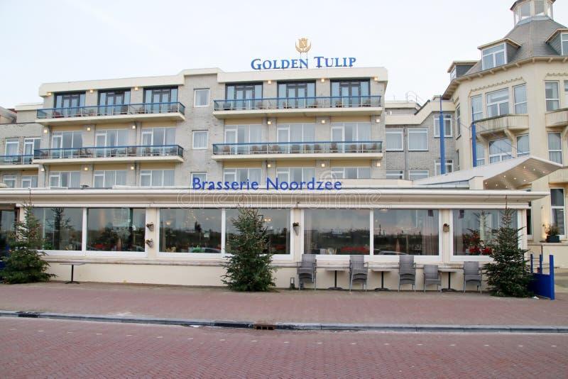 Hotelowy złoty tulipan jako wysokiego społeczeństwa miejsce przy nadmorski w Noordwijk na plażowym deptaku fotografia royalty free