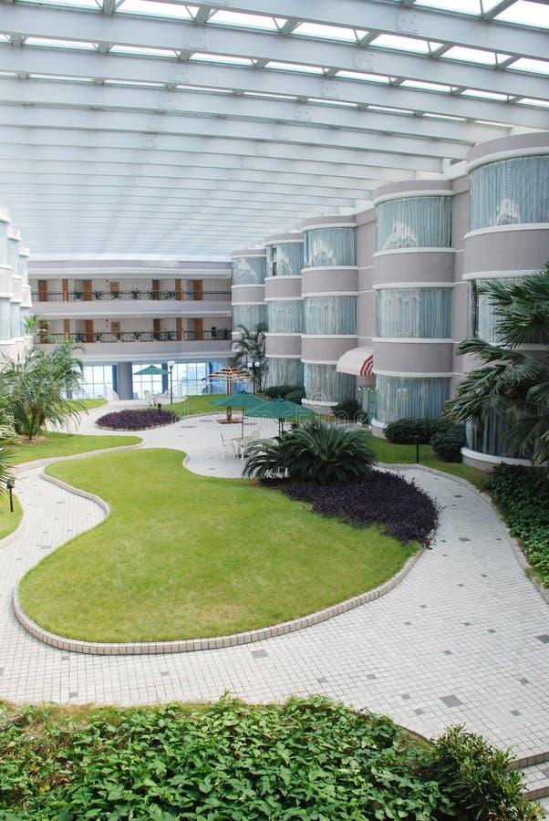 Hotelpatio-Innengarten lizenzfreie stockfotos
