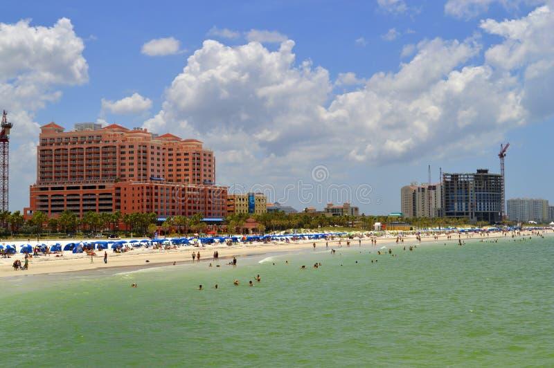 Hotels auf Clearwater-Strand in Florida lizenzfreies stockbild