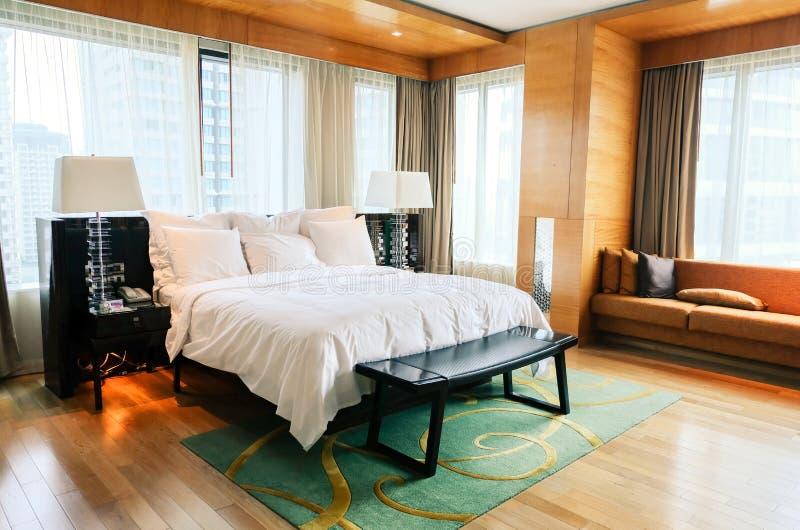 Hotelschlafzimmerinnenraum lizenzfreies stockbild