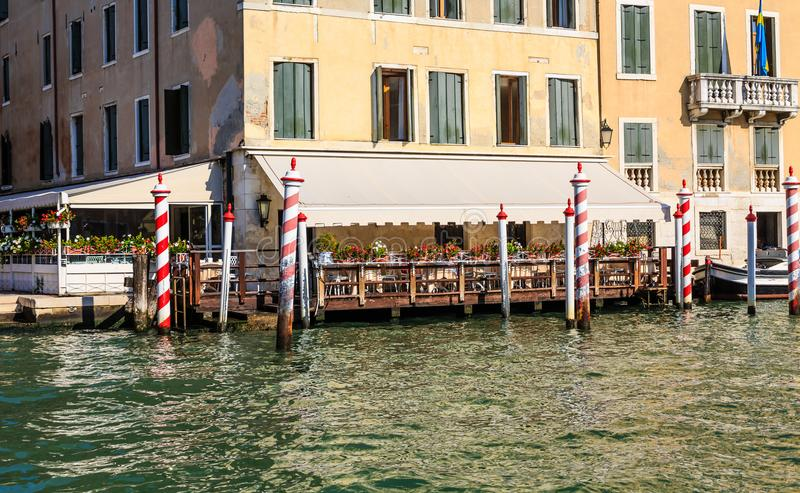 Hotelterras op Grand Canal stock foto