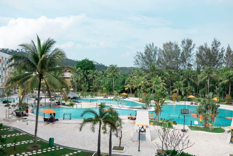 Hoteltoevlucht en zwembadgebied in waterkant Batam, Indonesi?, 4 Mei, 2019 royalty-vrije stock foto