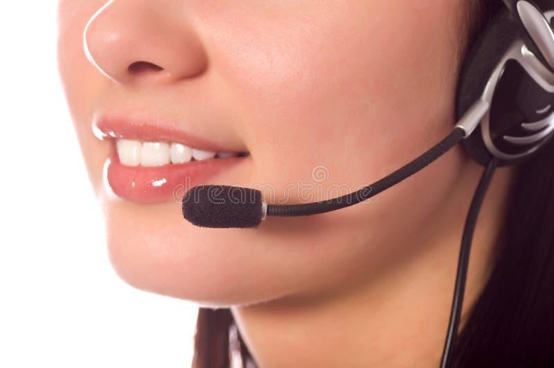 Hotlinesbediener mit dem Kopfhörer getrennt auf Weiß lizenzfreie stockbilder