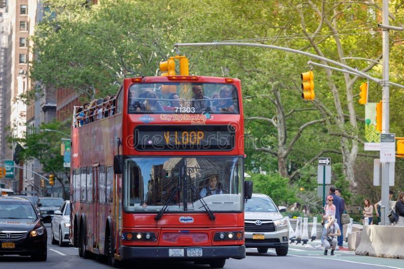 Houblon guidé de New York sur l'houblon outre de l'autobus à Manhattan photo stock