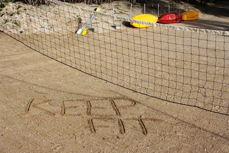 Houd geschikt volleyballhof stock afbeeldingen
