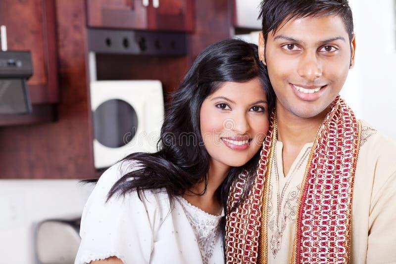 Houdend van Indisch paar royalty-vrije stock foto's