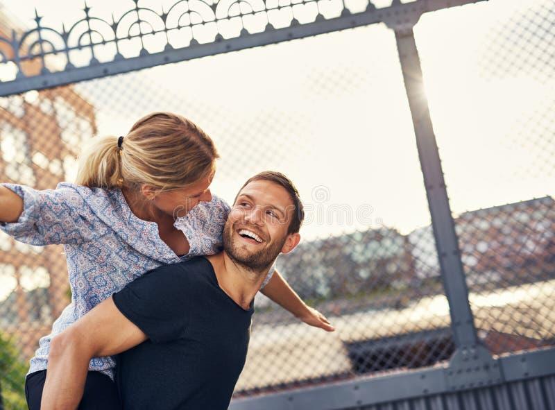 Houdend van paar die pret hebben royalty-vrije stock foto