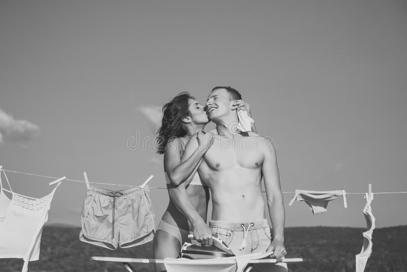 Houdend van Paar Sexy paar in liefde of familie, huishouden royalty-vrije stock afbeeldingen
