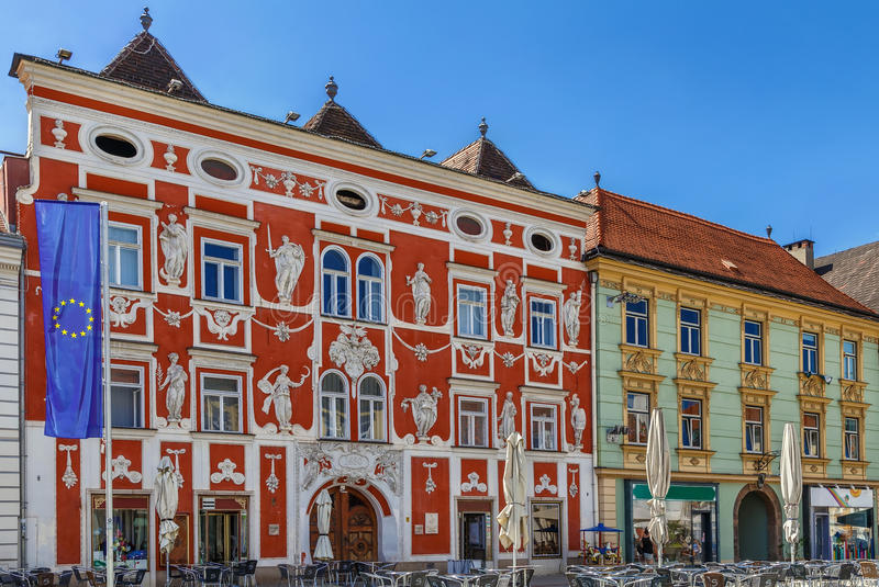 Houese barroco en la plaza principal, Leoben, Austria fotografía de archivo